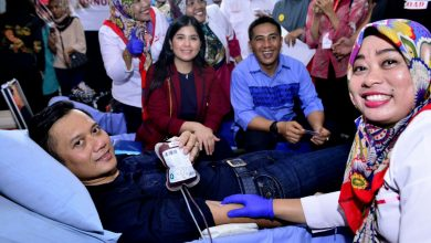 Photo of Deng Ical Dampingi AHY Donor Darah di Unhas