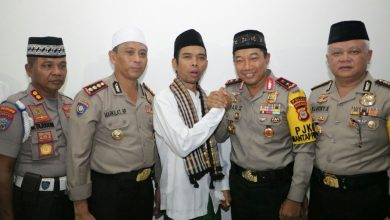 Photo of Tabligh Akbar, Kapolda Sulsel Dampingi Ust Somad