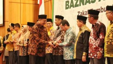 Photo of Pj Wali Kota Makassar Raih Baznas Award 2019